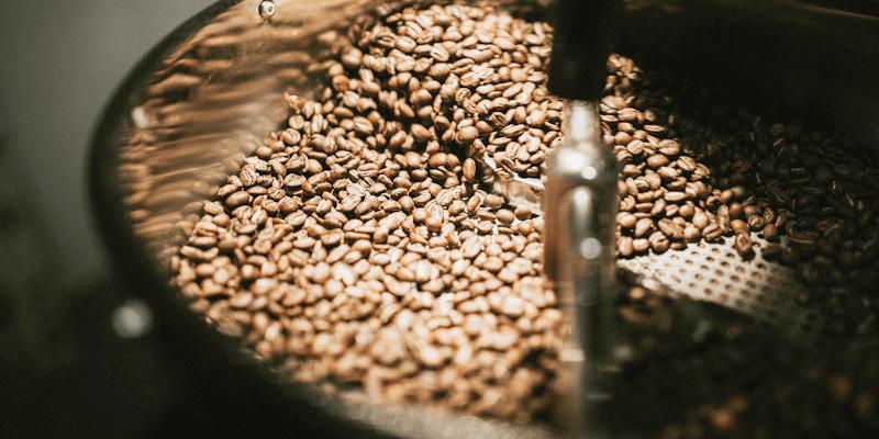 スペシャリストが焙煎するコーヒー豆